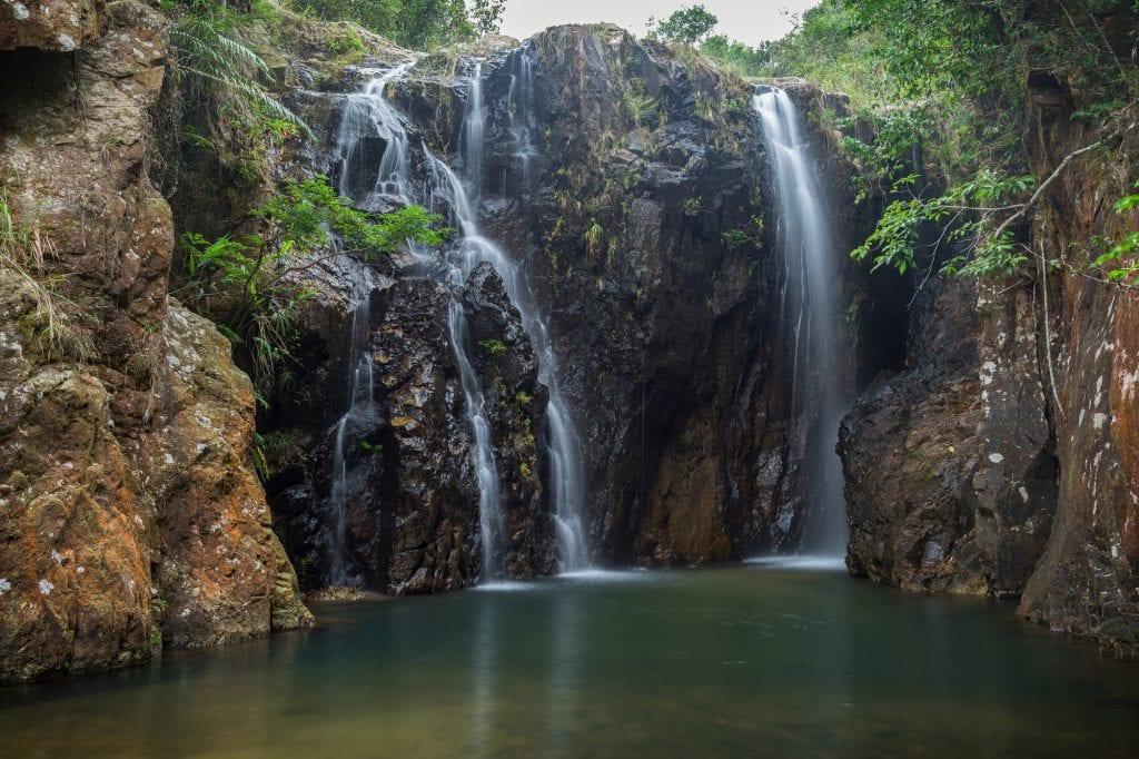 tai-tam-mound-waterfall-hk