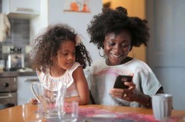 mum-daughter-looking-at-phone