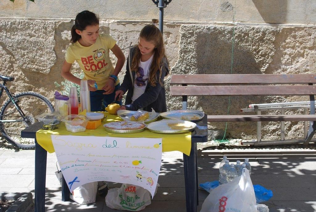 kids-lemonade-stand