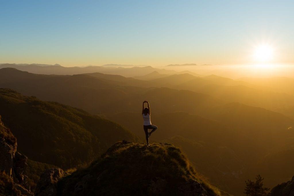 yoga-post-mountain