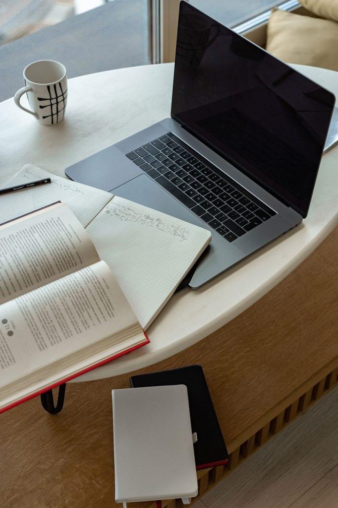 laptop-studying
