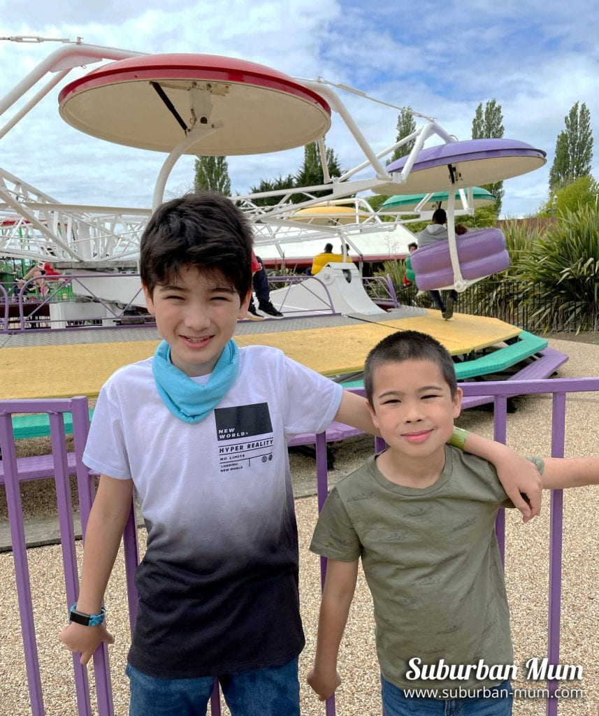 boys-at-wicksteed-paratrooper
