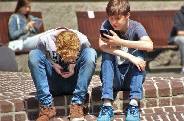 boys-on-mobile-phones