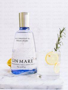 botella de Gin Mare en shop the label