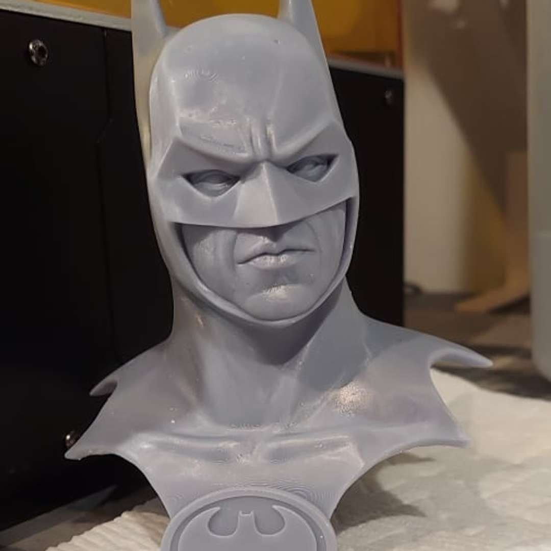 BATMAN 1989 (Michael Keaton) -  Glad to announce another character from Tim Burton films, Batman by Michael Keaton, in the first Batman feature film released in 1989. Now available for purchase for 3D printing! A great model tested on an Anycubic Mono X at 300mm scale.   We have a video of the model's presentation also included as an Extra and to animate your production.  DARK SKULL Collectibles and I wish you great 3D printing!  https://www.facebook.com/darkskullcollectibles/posts/178628420904181/?ref=notif - The best files for 3D printing in the world. Stl models divided into parts to facilitate 3D printing. All kinds of characters, decoration, cosplay, prosthetics, pieces. Quality in 3D printing. Affordable 3D models. Low cost. Collective purchases of 3D files.