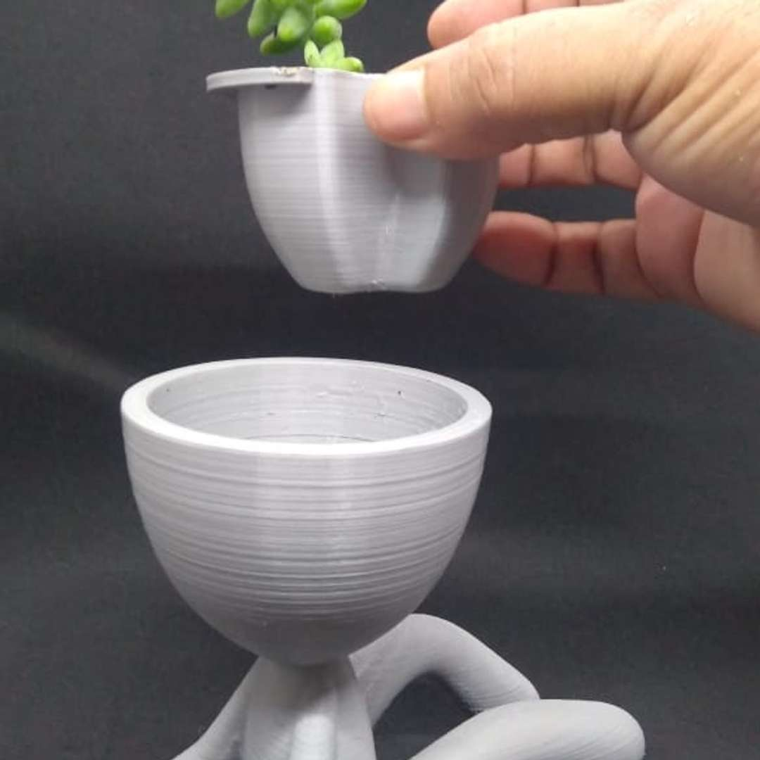 Self-watering  Succulent Planter – seated - Its a Self-watering  Succulent Planter  made of two parts : the seated figure and the planter which can be removed from the body without even touching the plant,it also help to clean up your planter  This 3d model were sculpted especially for 3d printing.   It measures 10,3 tall, 7,4 Width and 13,2 length (cm)  at 100%, and they can be scaled as you wish.   Enjoy !!!   Recommended Printing Settings:  Filament Material: PLA Layer Resolution: 0,12 mm Print Speed: 40 mm/s Printing Temperature: 205°C Supports: Tree Support - Los mejores archivos para impresión 3D del mundo. Modelos Stl divididos en partes para facilitar la impresión 3D. Todo tipo de personajes, decoración, cosplay, prótesis, piezas. Calidad en impresión 3D. Modelos 3D asequibles. Bajo costo. Compras colectivas de archivos 3D.