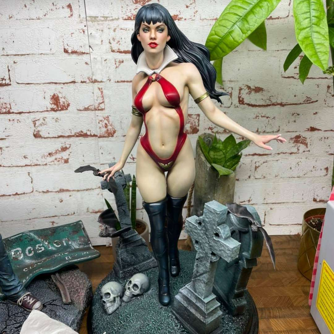 Vampirella 3D  - print-ready template - The best files for 3D printing in the world. Stl models divided into parts to facilitate 3D printing. All kinds of characters, decoration, cosplay, prosthetics, pieces. Quality in 3D printing. Affordable 3D models. Low cost. Collective purchases of 3D files.