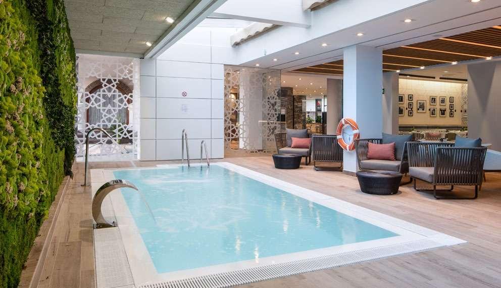 Hoteles en sevilla catalonia hotels resorts for Hoteles sevilla con piscina