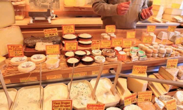 More than 400 kinds of cheese… Make your choice