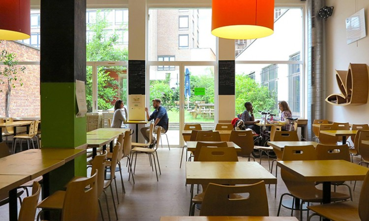 A cafe where healthy cuisine rhymes with respect for the environment