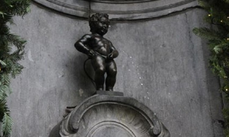 Remarkable, amusing belgian peeing statue will not