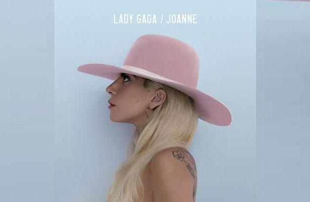 Lady Gaga ofrece show en el bar donde comenzó su carrera