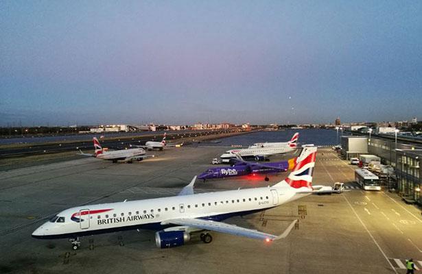 Evacúan el aeropuerto de Londres por alerta de incendio