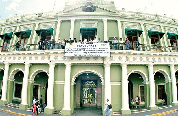 Más alcaldes demandan recursos dentro del Palacio de Gobierno