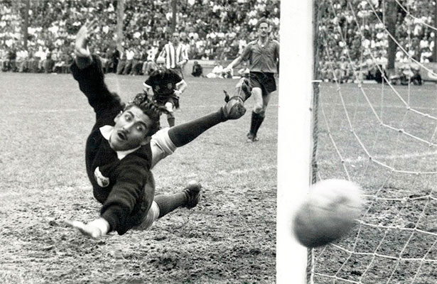 El primer futbolista de la historia que disputa cinco mundiales (Uruguay en  1950 ffda29618a9c2