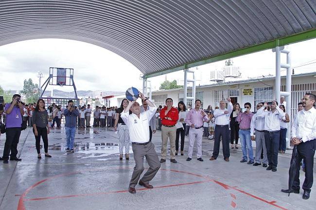 Inaugura Alcalde techumbre en Primaria Revolución 2653