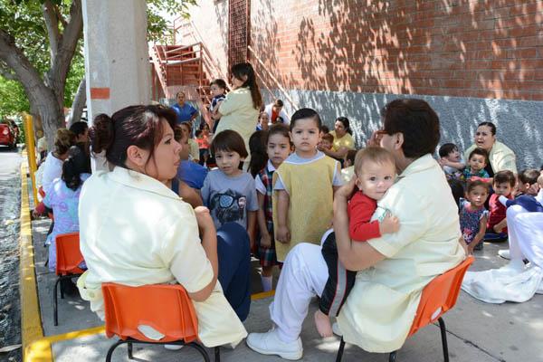 Evacuan a niños de guardería del IMSS por supuesta fuga de gas