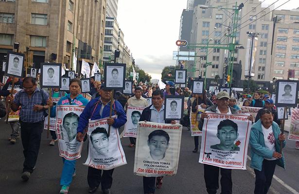 Diputados atenderán a comisión de padres de los 43 en San Lázaro