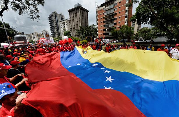 Asamblea venezolana reanuda debate sobre juicio político a Maduro