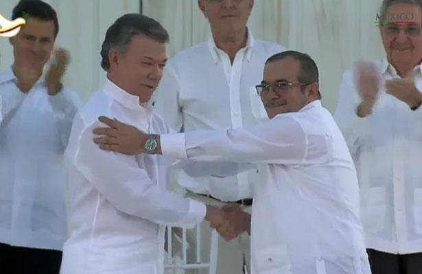 El Gobierno de Colombia y las Fuerzas Armadas Revolucionarias de Colombia (FARC) firmaron el primer acuerdo para restablecer la paz Foto: Captura Youtube