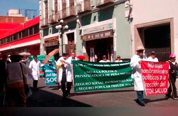 Médicos de Puebla protestan contra la violencia y la represión. Foto: El Sol de Puebla