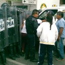 Enfrentamiento entre pobladores y policía en Acuitlapilco.