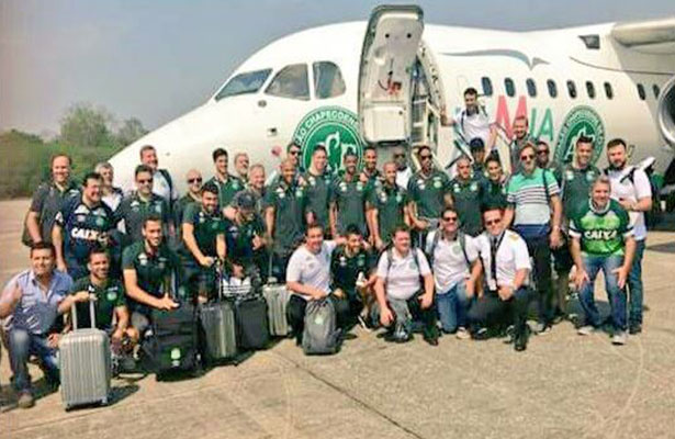 Fallecieron 76 de las 81 personas a bordo; entre los cinco supervivientes, tres jugadores del Chapecoense. Foto: Twitter