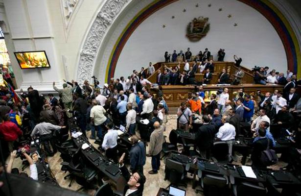 Capriles dice que no existe diálogo y reitera llamado a marcha en Venezuela