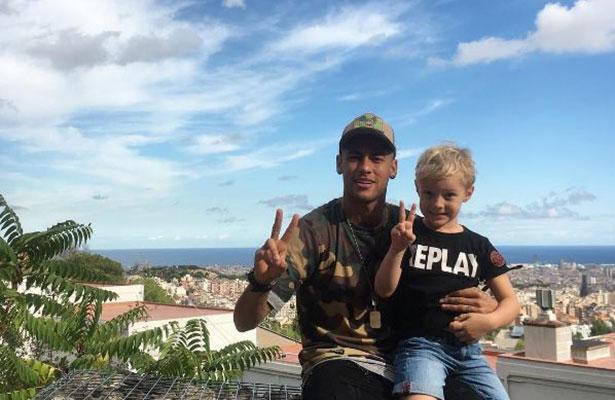 Obligan a Neymar pagar 14 mil dólares por parto de su hijo