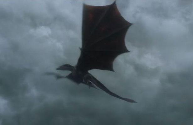 """¡Increíble! Captan a """"dragón"""" sobrevolando en China"""