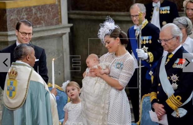 Bautizan al príncipe Óscar, segundo hijo de la Reina Victoria de Suecia