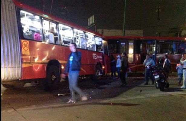 Choca de frente metrobus