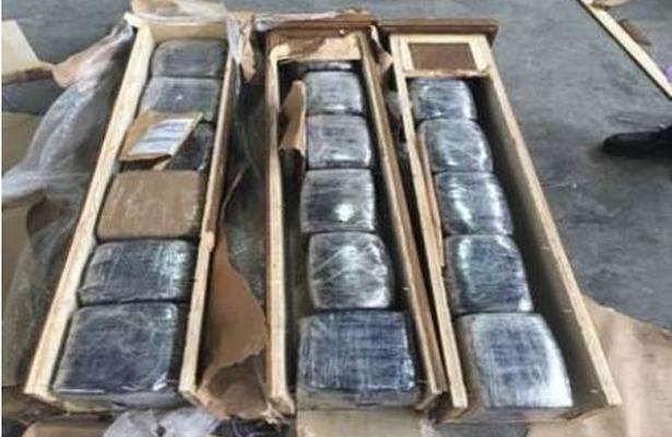 Policía Federal aseguró paquetes de marihuana dentro de estructuras de madera