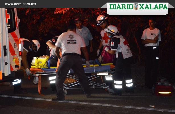 Saldo de 15 migrantes lesionados y una mujer muerta por volcadura de camioneta
