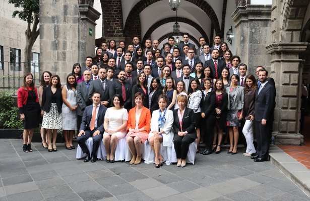 Estudiantes del IPN reciben becas de posgrado para Estados Unidos