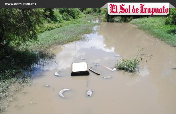 Investigarán camiones que arrojan basura a ríos: Regidor