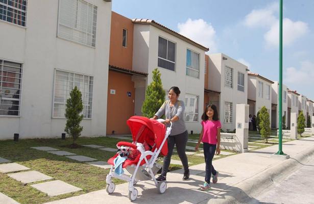Entregan a 44 mil familias mexiquenses escrituras y subsidios de vivienda