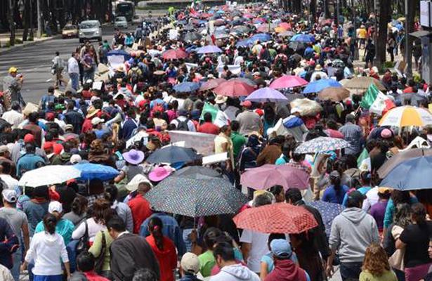 Manifestantes complican circulación vehicular en Paseo de la Reforma