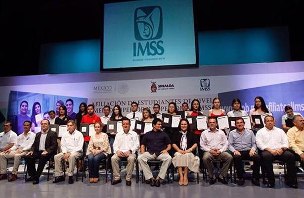 IMSS afilió a cinco millones de estudiantes