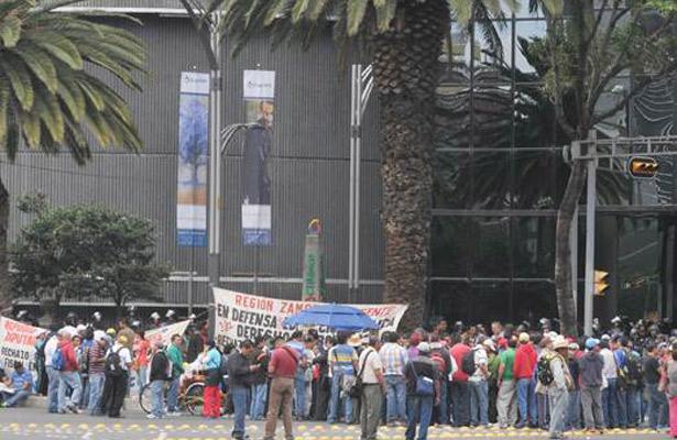 Manifestantes afectan vialidad cerca de la Ciudadela