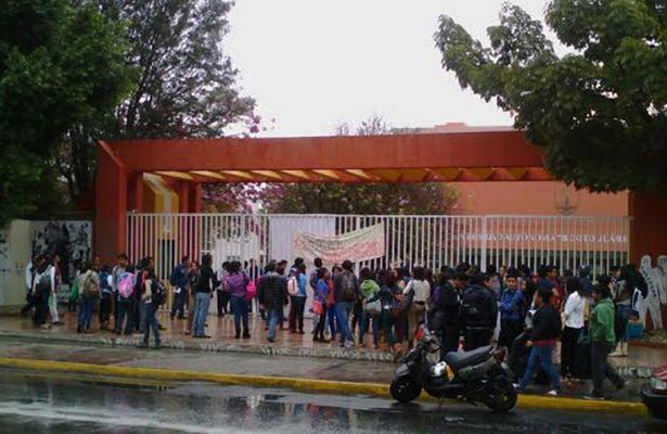 En Oaxaca, universitarios cierran instalaciones de CU, en apoyo al magisterio