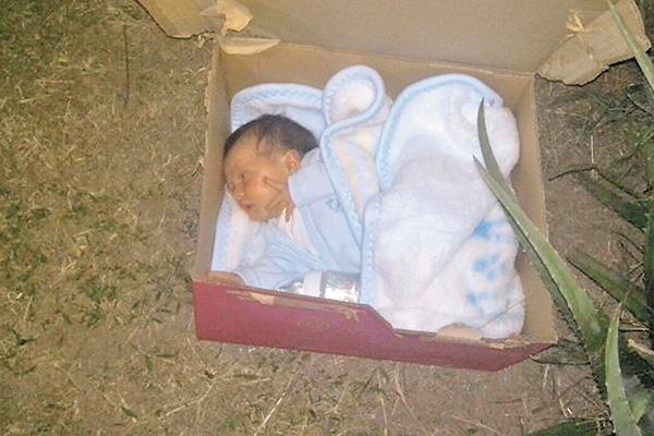 Plagian a bebita de un mes de nacida