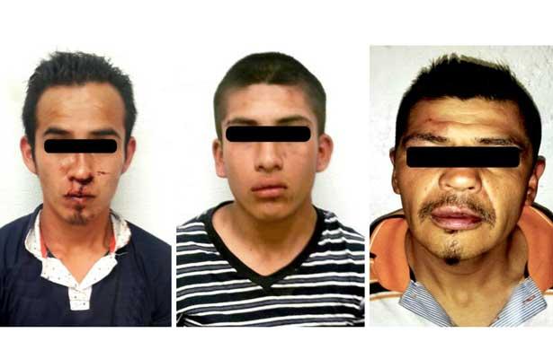 Arrestan a ladrones que golpeaban a sus víctimas en Neza