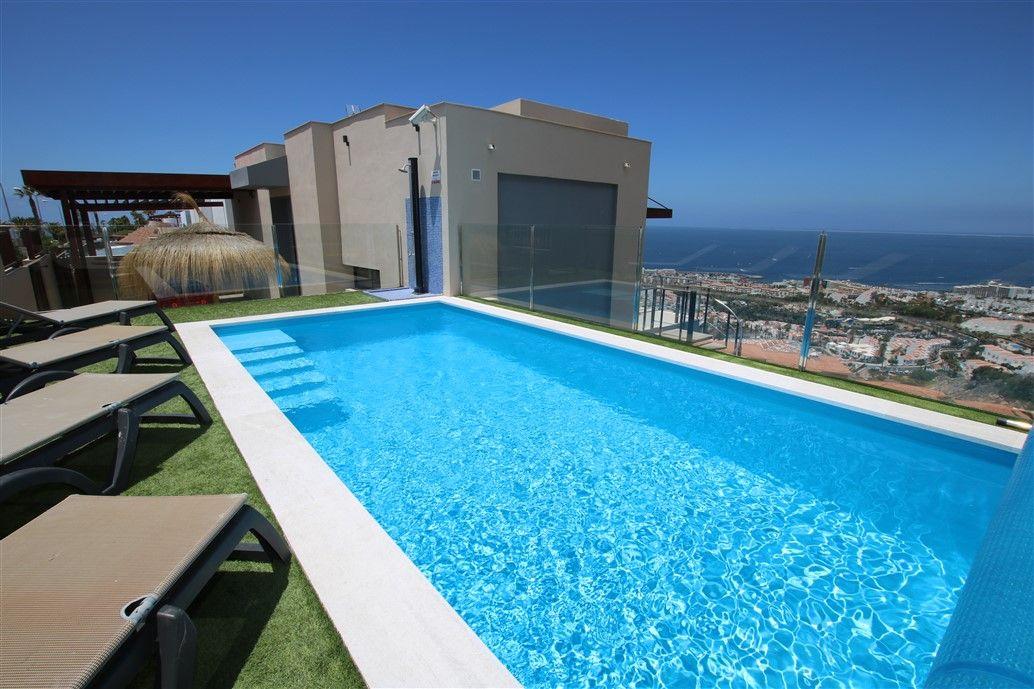 Luxury Villa in San Eugenio Alto, Vistas al mar, for sale