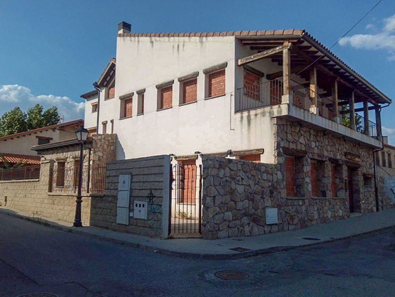 Hotel en Navaluenga, Ermita, venta