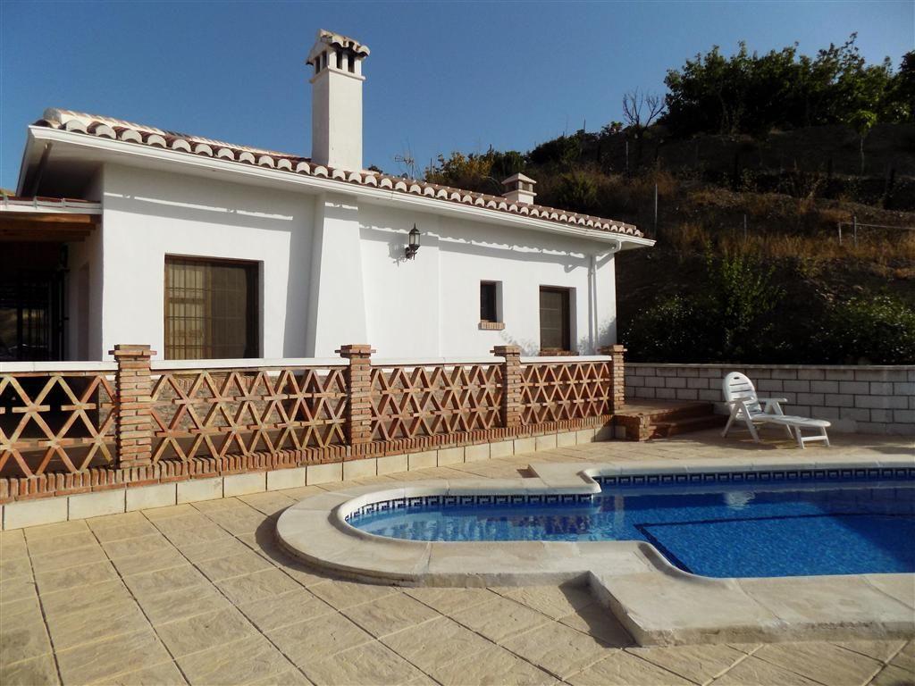Villa in Vélez-Málaga, Triana, for sale