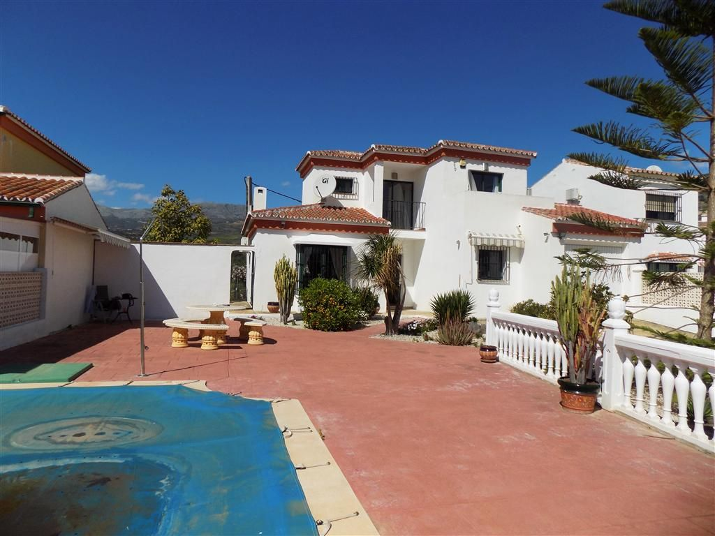 Villa in Alcaucín, for sale