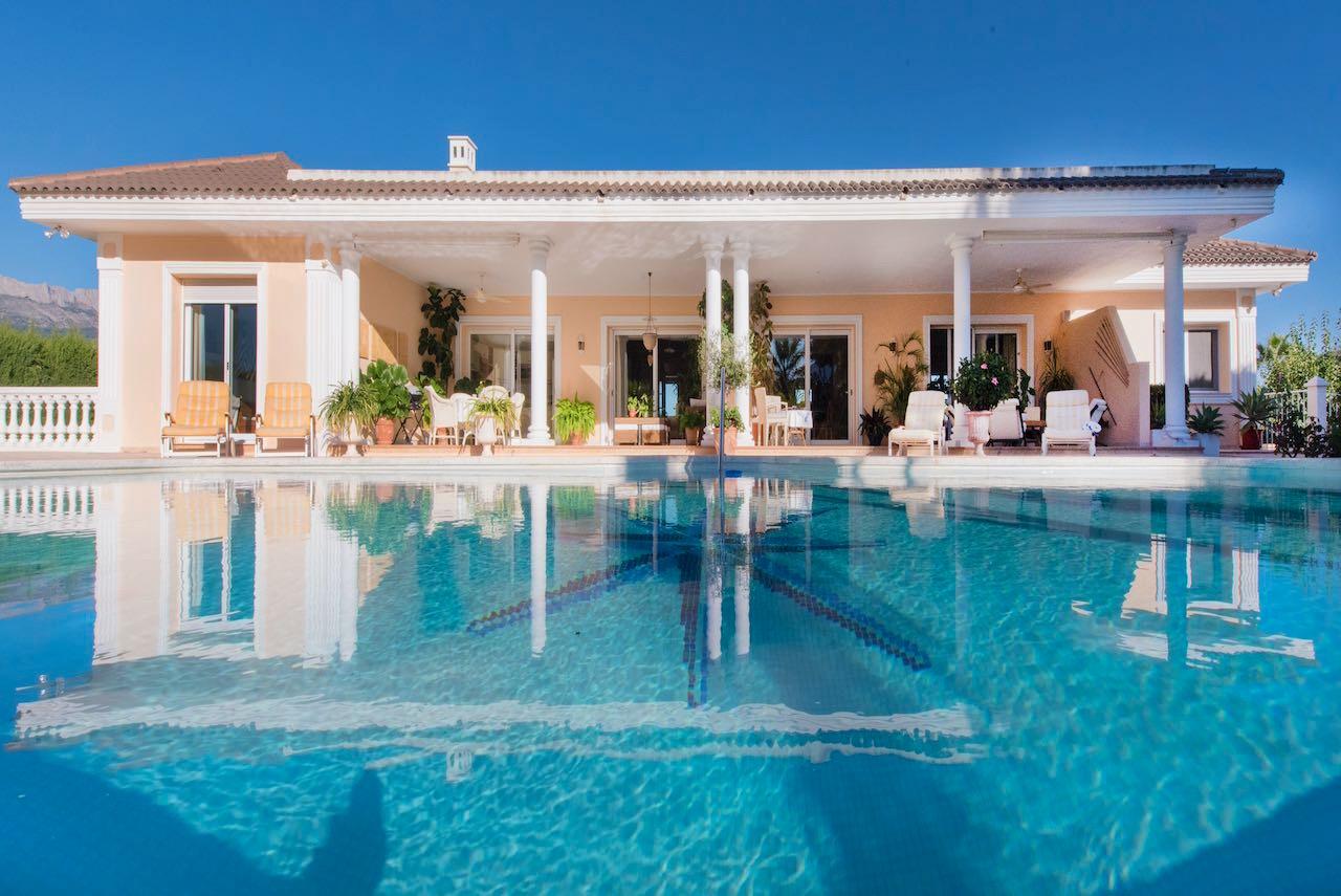 Villa in La Nucia, Miramar, for sale