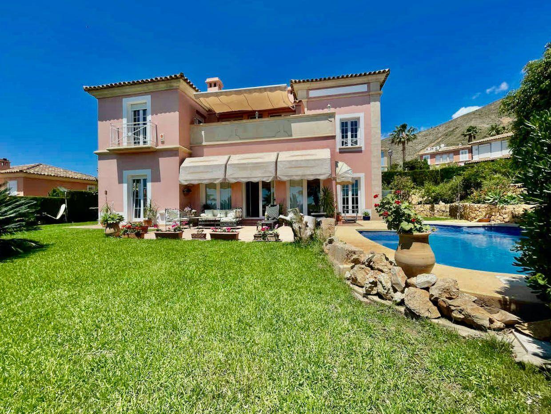 Villa in Finestrat, Golf Bahia, for sale