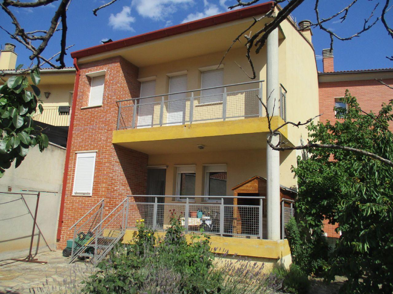 Casa adosada en Teruel, San Julián, venta
